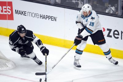 San Jose Sharks' Joe Thornton passes Gordie Howe in all-time assists