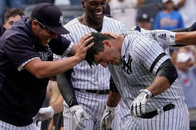 Yankees' Mike Ford beats Athletics with walk-off homer