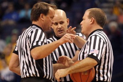 Six NCAA tournament referees removed due to positive COVID-19 test
