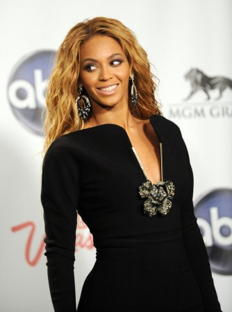 Beyonce, Paisley to sing on July 4 special