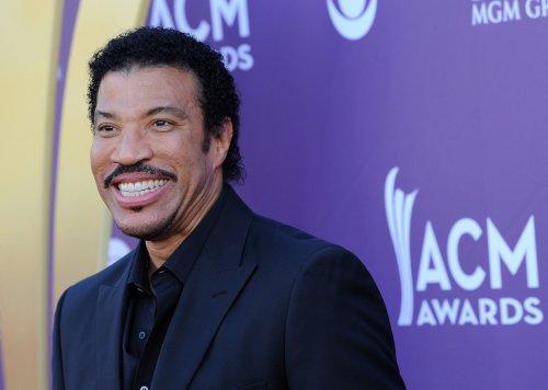 Lionel Richie tops U.S. album chart