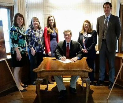 Kansas governor signs ban on abortion procedure
