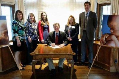Kansas governor signs ban on abortion procedure