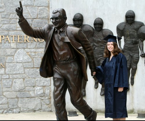 Former Penn State players want return of Joe Paterno statue