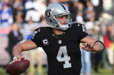 Oakland Raiders claim Derek Carr's finger not an issue