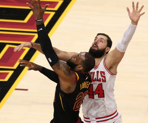 LeBron James leads depleted Cavs into Chicago