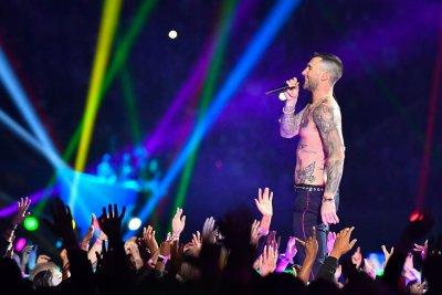 Maroon 5 postpones North American tour to 2021