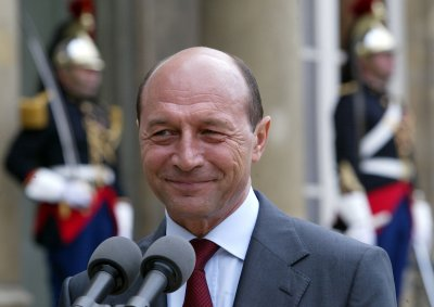 Ruling coalition seeks to suspend Basescu