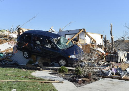 President Obama accepts senator's invitation to visit tornado victims in Arkansas