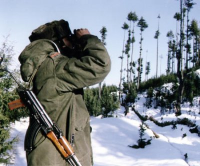 Clashes along Pakistan-India border kill nine