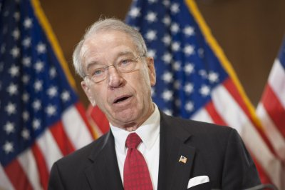 Grassley introduces student loan bill with annual counseling, debt updates