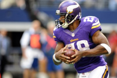 Adrian Peterson carries Minnesota Vikings past San Diego Chargers