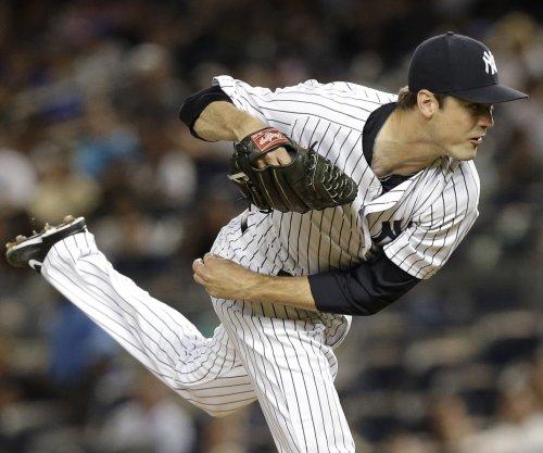New York Yankees' Andrew Miller fractures wrist