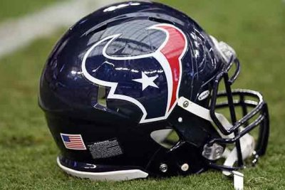 Texans WR Coutee injures hamstring