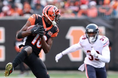 Bengals WR A.J. Green (foot) carted off field vs. Broncos