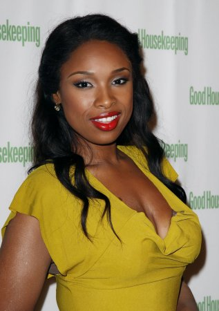 Jennifer Hudson spreads her fashion wings