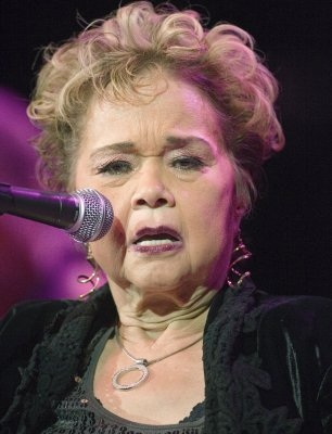 Viewing for Etta James draws many fans