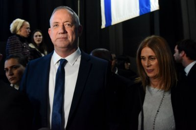 Netanyahu, Gantz agree on unity government in Israel