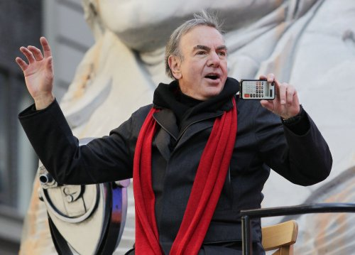 Neil Diamond to donate 'Sweet Caroline' royalties