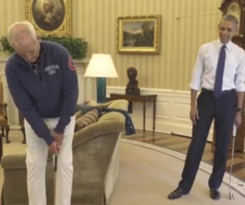 Obama putts with Bill Murray in the Oval Office