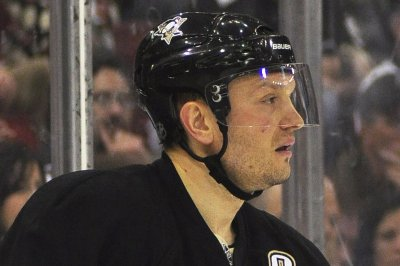 Day after promoting Mark Recchi, Pittsburgh Penguins add Sergei Gonchar to coaching staff