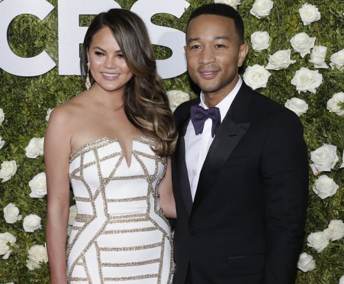 Chrissy Teigen live-tweets about diverted flight with unauthorized passenger