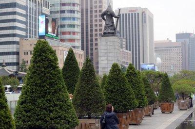 North Korean defectors call for postponement of mother, son funeral