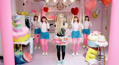 Avril Lavigne denies racism in 'Hello Kitty' music video