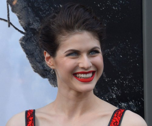 Alexandra Daddario to star with Dwayne Johnson in 'Baywatch'
