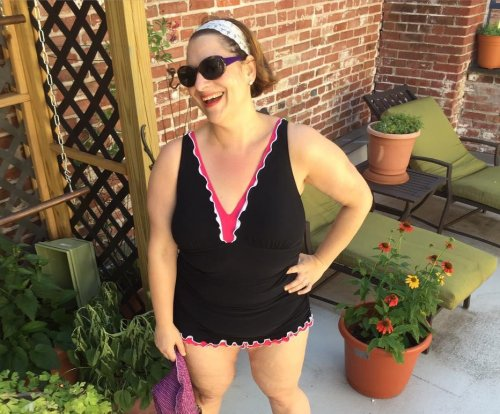 Author Jennifer Weiner challenges women to share swimsuit photos for body positivity