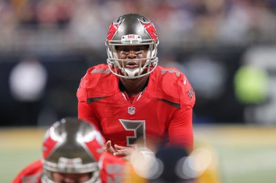 Defense, Jameis Winston carry Tampa Bay Buccaneers over Jay Cutler, Chicago Bears