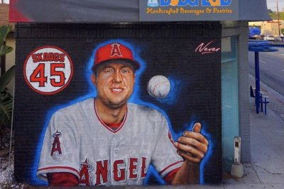 Artist makes mural of deceased Angels pitcher Tyler Skaggs in Santa Monica