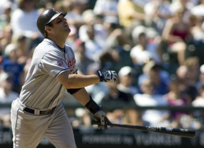 First baseman Garko from Indians to Giants