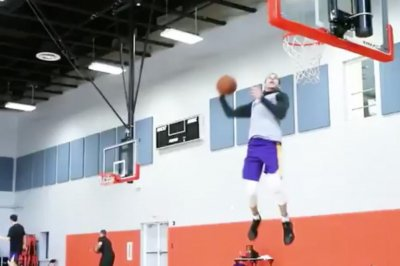 Lonzo Ball, Kyle Kuzma have impromptu Miami dunk contest