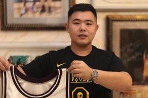 Fan from China returns Kobe Bryant's stolen high school jersey