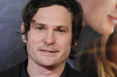 Henry Thomas, E.T. reunite for Comcast commercial