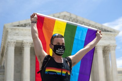 Supreme Court rules civil rights law protects LGBT workers