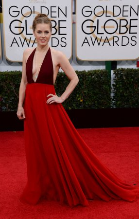 Amy Adams brings 'American Hustle's plunging necklines to the Golden Globes