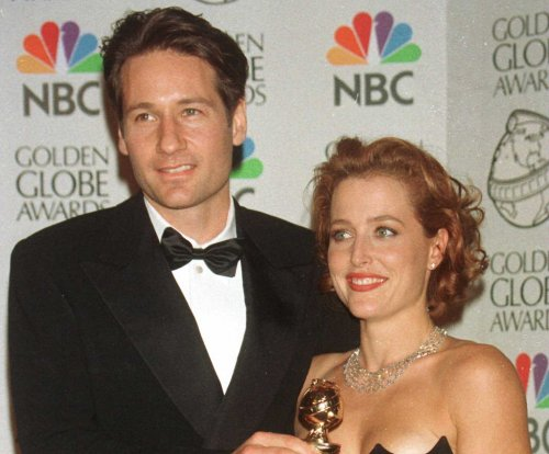Gillian Anderson, David Duchovny reunite on 'X-Files' set