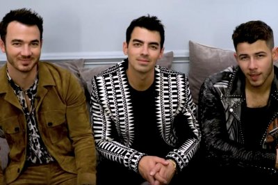 Jonas Brothers read 'Tweet Dreams' on 'Late Late Show'