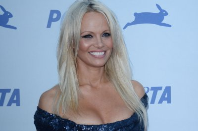 Pamela Anderson calls for end of foie gras production in France