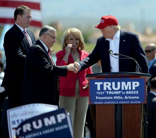 Donald Trump protesters blockade road leading to Arizona rally
