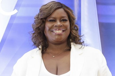 Retta calls 'The West Wing' misogynistic on 'Late Night'