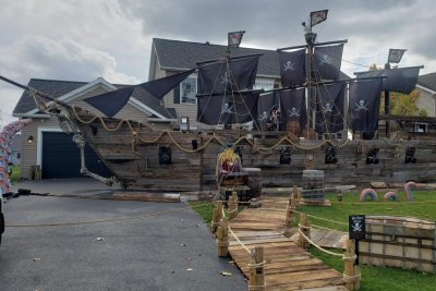 New York state dad builds 50-foot pirate ship in front yard