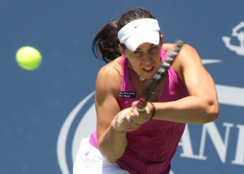 Bartoli moves to Brisbane quarterfinals