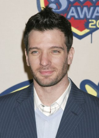 Chasez irritated by Crawford rumors
