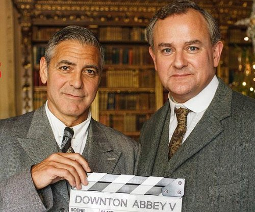 See George Clooney in 'Downton Abbey' duds for Christmas sketch
