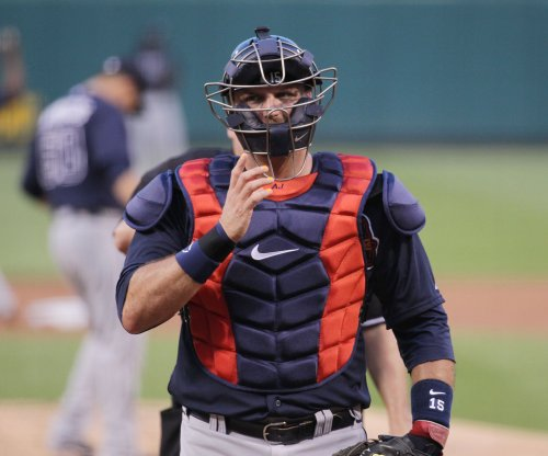 A.J. Pierzynski agrees to stay with Braves