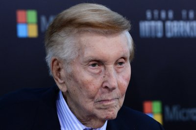 Sumner Redstone to step down from Viacom board