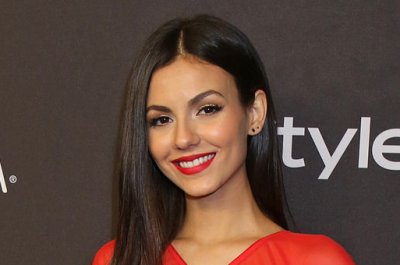 Victoria Justice dating 'Rocky Horror' co-star Reeve Carney